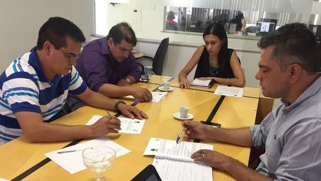 Assessores de campanha se reuniram na sede da Inter TV (Foto: Juliana Gorayeb/G1)