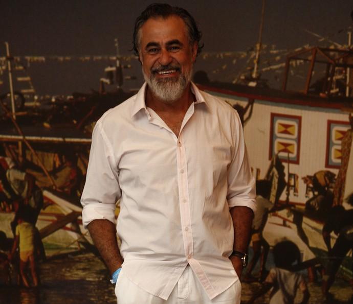 Carlos Betão interpreta Aracaçu na novela, pai de Leonor, vivida por Marina Nery (Foto: Inacio Moraes/ Gshow)