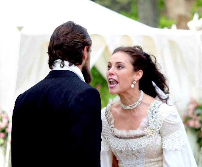... Mas é surpreendido pelo escândalo de Melissa (Foto: Cláudia Esteves/Gshow)