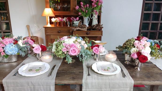 Uma das dicas é ter flores variadas para decorar a mesa  (Foto: Lívia Andrade/RBS TV)