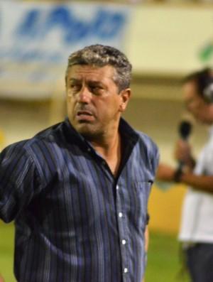 Gilberto Pereira se diz surpreso com baixo rendimento (Foto: João Áquila/GLOBOESPORTE.COM)