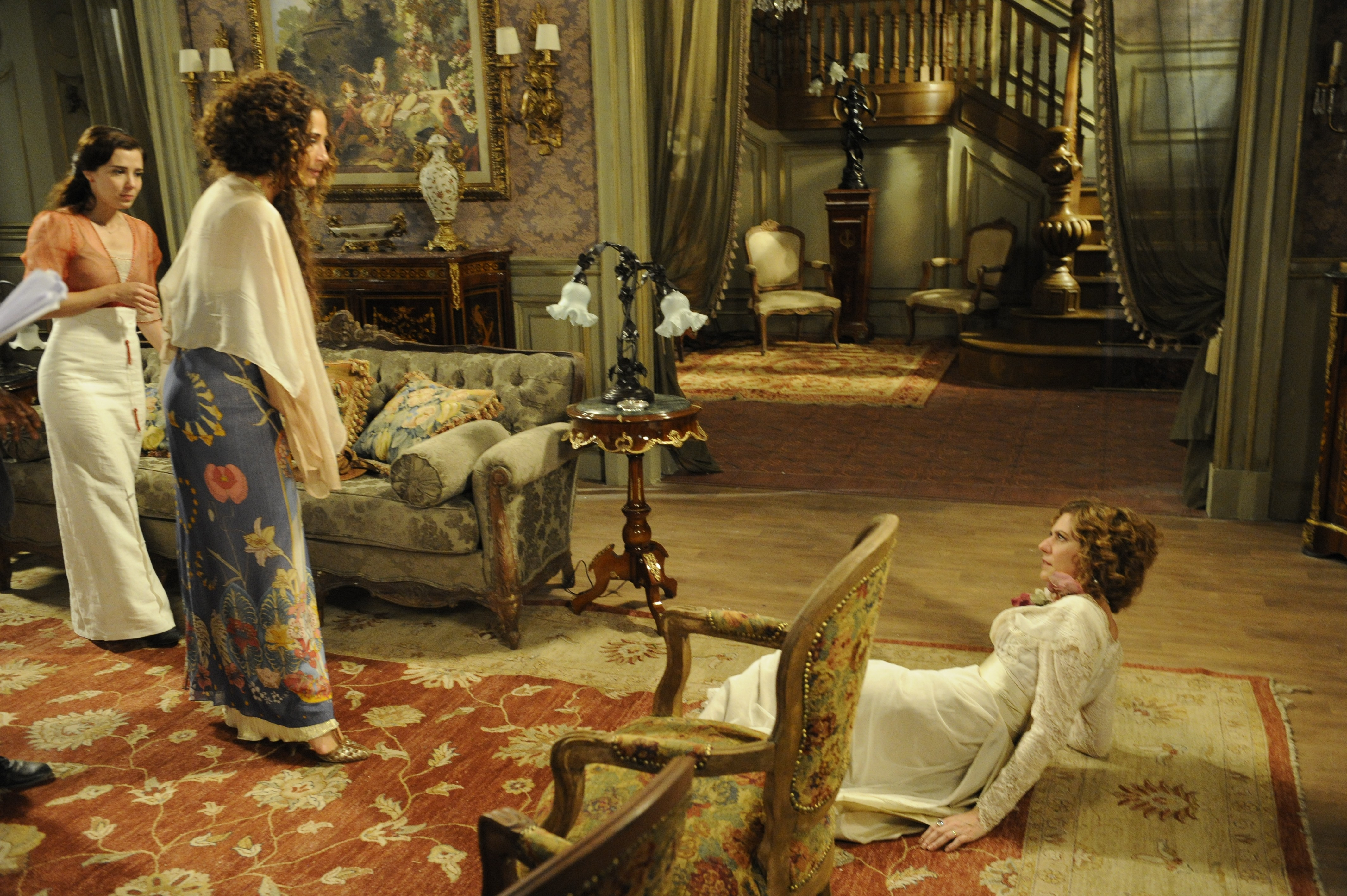 Cena onde Isabel se vinga de Constância (Foto: TV Globo)