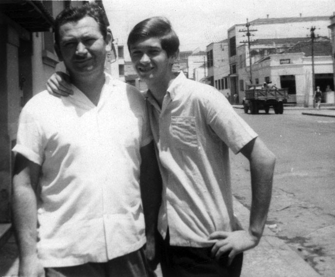 Serginho Groisman mostra foto com seu pai na adolescência (Foto: Arquivo pessoal)