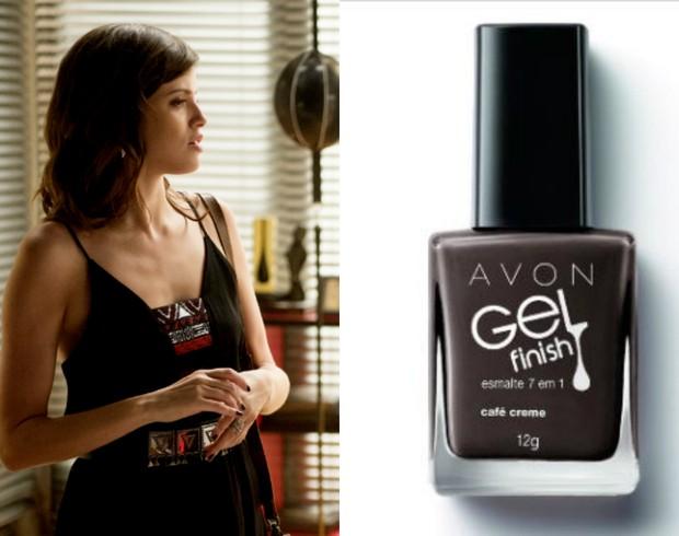 Agatha Moreira usa esmalte Café Creme. da Avon R$19,90, na novela Haja Coração (Foto: TV Globo/Divulgação/Reprodução)