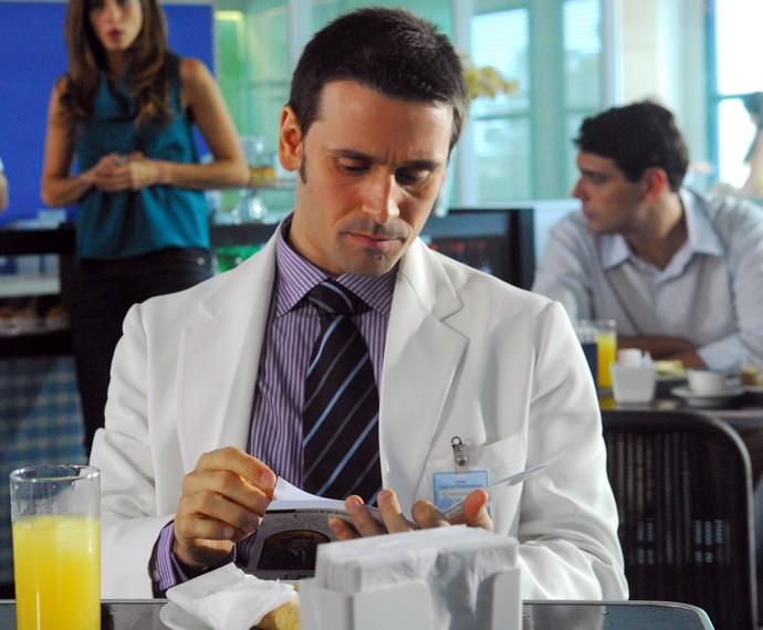 Em Caminho das Índias, Murilo Rosa era Lucas, médico apaixonado por Duda (Tania Khalill) (Foto: TV Globo/João Miguel Júnior)