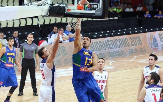 A seleção de basquete do Brasil em partida contra o Paraguai (Foto: CBB)