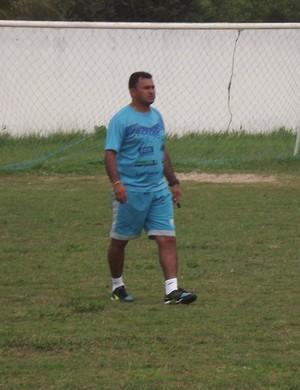 Paolo Rossi observa jogadores do Parnahyba (Foto: Gláucio Resende)