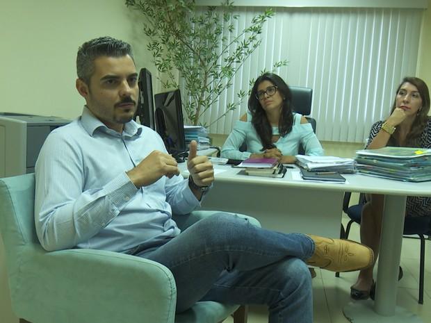 Prefeito Thiago Flores diz que decisão foi feita com apoio de moradores (Foto: Ana Claudia Ferreira/G1)