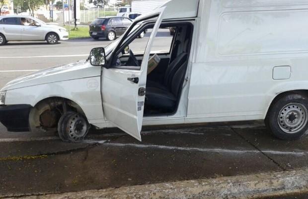Suspeito de roubar carga de remédios é preso após perseguição em Goiânia, Goiás (Foto: Fábio Castro/TV Anhanguera)