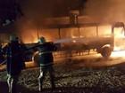 Homens param e ateiam fogo em ônibus no Eusébio na BR-116