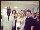 Madonna e filho Rocco visitam projetos sociais de Sean Penn no Haiti