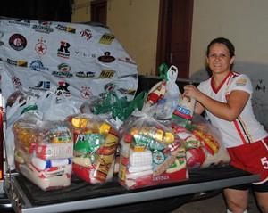 Projeto beneficente do Rio Branco arrecada mais de 500kg de alimentos (Foto: Afonso Gomes/Arquivo pessoal)