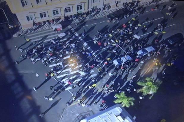 Protesto de municipários em Porto Alegre bloqueia o trânsito no Centro (Foto: Reprodução/EPTC)