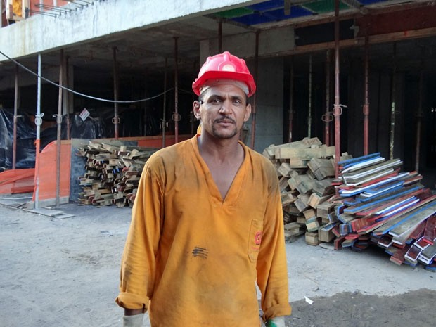 Já tive vários empregos, a maioria por conta própria Pedreiro Sandro Silva, 40, trabalha há 10 anos na construção civil.  (Foto: Débora Soares/G1)