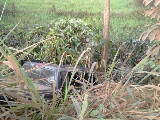 Condutor diz ter perdido controle da direção após cochilo (Foto: Extra de Rondônia/ Reprodução)