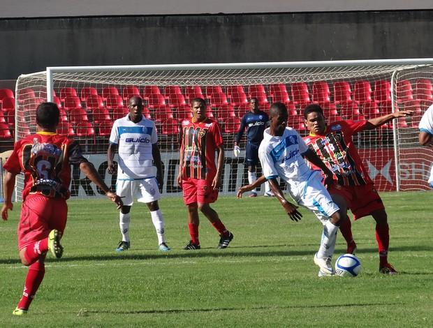 CSA x Sport Atalaia - jogo (Foto: Viviane Leão/GLOBOESPORTE.COM)