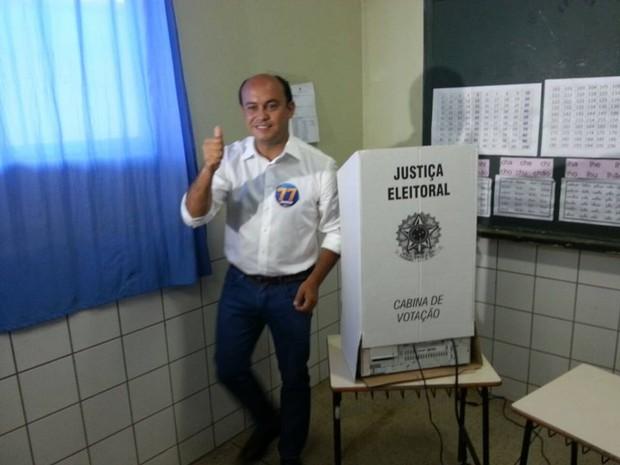 Sandoval Cardoso votou em Colinas do Tocantins (Foto: Divulgação/Assessoria Sandoval Cardoso)