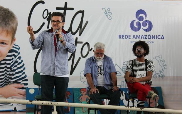 Escritor Tenório Telles falou sobre importância da leitura (Foto: Gisa Almeida/ Rede Amazônica)