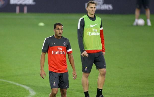 Lucas e Ibrahimovic no treino do PSG (Foto: Getty Images)