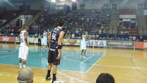 Pinheiros foi superior a Mogi e ficou com a vitória (Foto: Petterson Rodrigues)