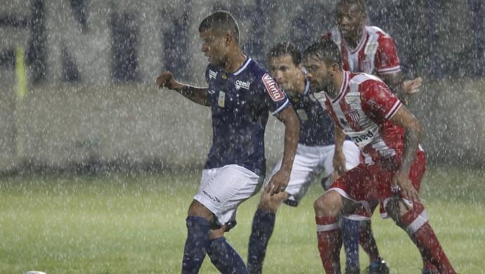 Alisson foi um dos destaques do Cruzeiro na vitória sobre o Villa Nova-MG (Foto: Washington Alves/ Light Press)