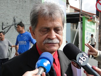 Advogado Francisco Simim, de Dayanne e de Bruno (Foto: Pedro Triginelli/G1)