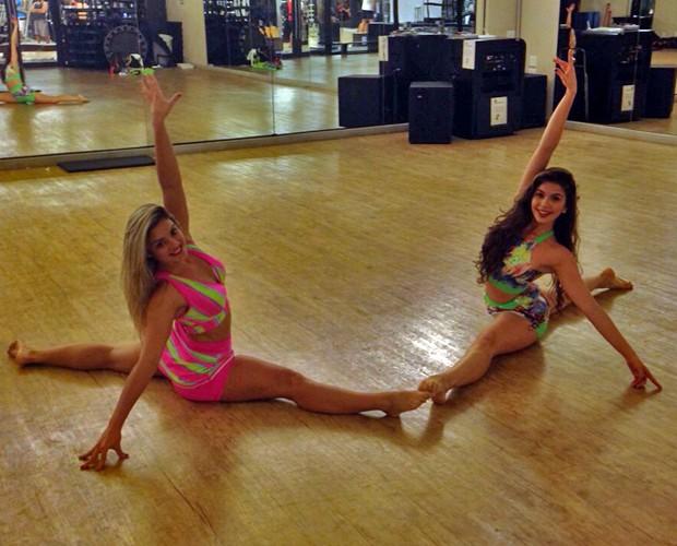 Rithielle Tolentino e Ingrid Bragalda mostram flexibilidade juntas (Foto: Arquivo Pessoal)