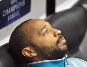 Henry no banco contra o Milan. (Foto: AP)