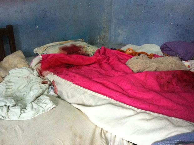 Suspeito efetuou os disparos contra a cama onde a menina dormia (Foto: Girlene Medeiros/G1 AM)