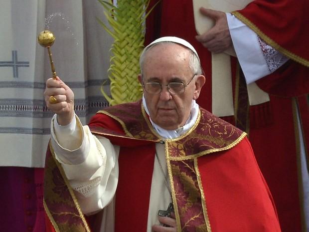 Papa Francisco celebra missa do Domingo de Ramos na Praça São Pedro (Foto: AFP)