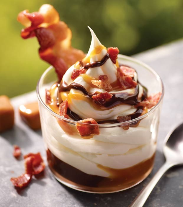 Rede de fast-food Burger King lan&#231;ou um sundae de bacon. (Foto: Noel Barnhurst/AP)