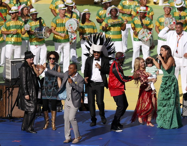 Carlos Santana, Alexandre Pires, Carlinhos Brown, Wyclef Jean, Shakira e Ivete Sangalo (Foto: Reuters)