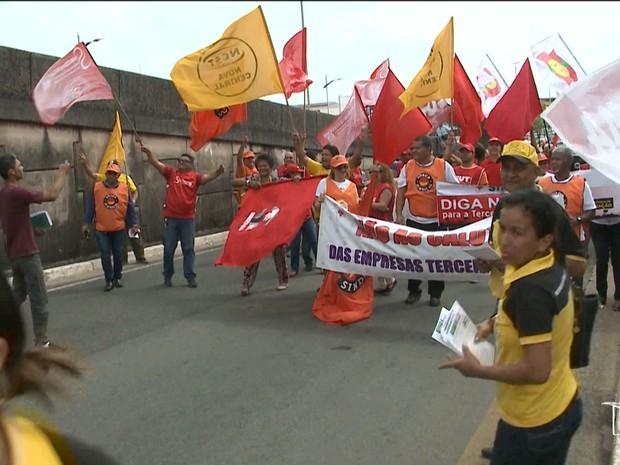 Manifestantes pedem a saída do presidente em exercício Michel Temer (Foto: Reprodução/TV Mirante)