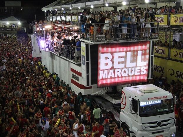 Bell Marques comanda bloco Vumbora?! na segunda noite do Carnatal (Foto: Rayane Azevedo/G1)
