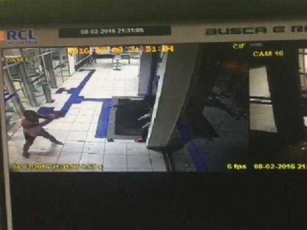 Policial militar reage a assalto dentro de agência e mata ladrão em MT (Foto: Divulgação/PM)