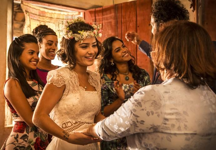Olívia se prepara para o casório (Foto: Inácio Moraes/ Gshow)