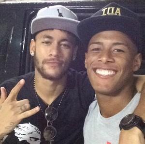 Arthur Gomes, atacante da base do Santos, e Neymar (Foto: Arthur Gomes/Arquivo Pessoal)