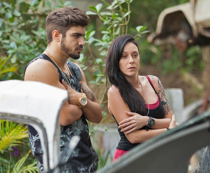 Ximena se espanta quando Grego acusa Gabo de seu desaparecimento (Foto: Fabiano Battaglin)