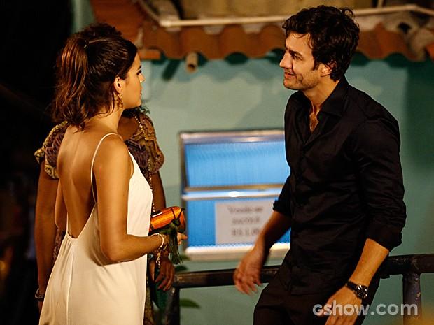 Luiza encontra Laerte e fica surpresa  (Foto: Inácio Moraes / TV Globo)