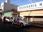 Dois comerciantes da região reagem a roubo e são baleados por assaltantes