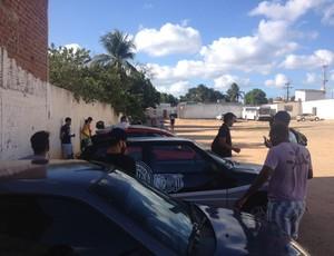 Jogadores do ASA aguardam o técnico Betinho Nascimento (Foto: Arquivo Pessoal/Jânio Barbosa)