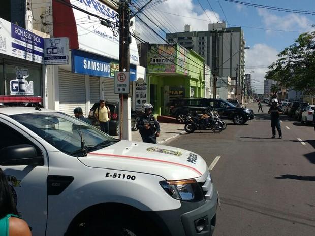 Segurança foi reforçada em frente a funerária para onde o corpo de Montagner foi levado (Foto: Lucas Rosário/SSP)