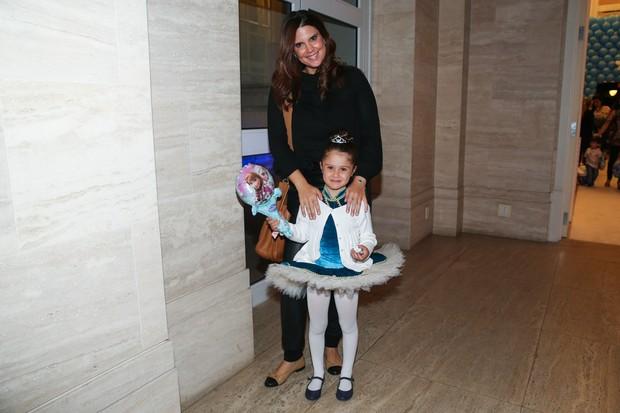 Mariana Kupfer com a filha Victoria (Foto: Manuela Scarpa / Photo Rio News)