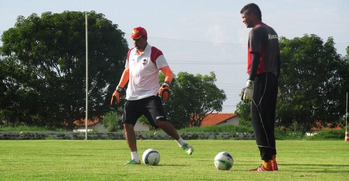 Naylson, goleiro do RIver-PI (Foto: Emanuele Madeira/GloboEsporte.com)