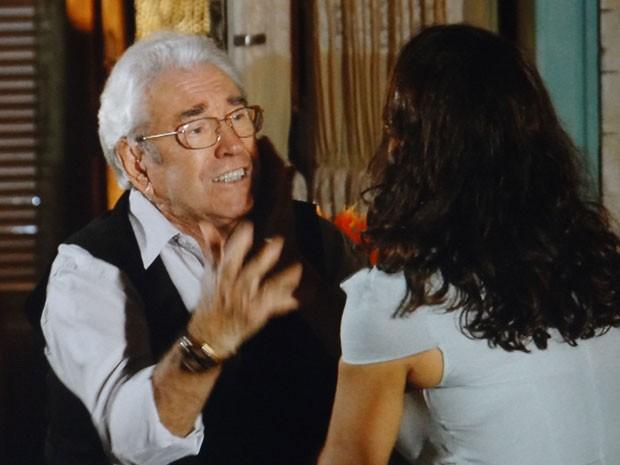 Samuel suspeita que Dionísio seja o homem que traiu seus pais (Foto: Flor do Caribe / TV Globo)