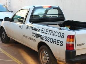 Carro foi encontrado abandonado no bairro Almeida Lima (Foto: Nadyenka Castro/G1 MS)