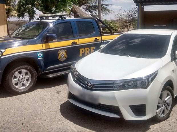 Veículo foi apreendido durante abordagem da PRF, na BR-230, em Pocinhos (Foto: Manoel Neto/PRF)
