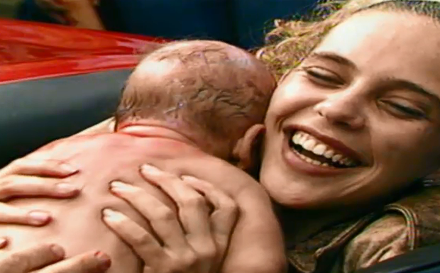 Ana dá a luz e Tonico a ajuda