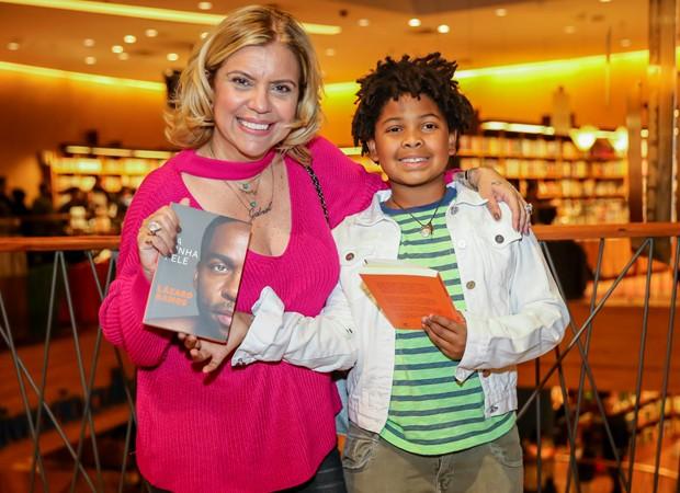 Astrid Fonenelle e o filho, Gabriel (Foto: Manuela Scarpa/Brazil News)