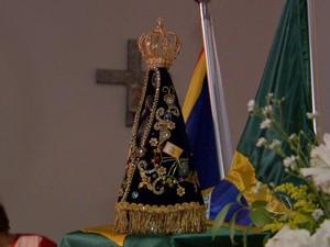 Imagem peregrina de Nossa Senhora Aparecida em Campo Grande MS (Foto: Reprodução/TV Morena)